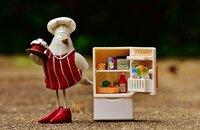 冷蔵庫の野菜室に入れてあるものを「野菜以外」で教えて下さい。