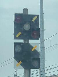 名鉄の線路上にはこのような信号機がよく設置されてますが、2つとも名前や役割はなんなのでしょうか?