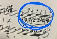 英雄ポロネーズで、3つ目(シとミの和音)の指使いどうするのが一番弾きやすいでしょうか。楽譜通りに弾くと、3つ目と4つ目の間に少し間が空いてしまいます。私が練習をすべきなのか、それとも指使いを変えるべき...