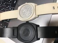 NIXONの型番、販売について  NIXONの型番、販売についてわかる方が居たら教えてください! 添付画像のニクソンタイムテラーPの時計を何年も重宝して使用していたのですが、画像の様に生活汚 れや傷が多くなっ...