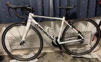 ロードバイク超初心者です バイト代を貯めてこの自転車を買いました その後YouTubeのコメント欄で「ルック車」というワードがありました。この自転車はその部類に入るのでしょうか?
