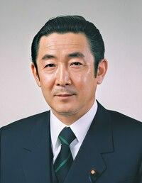 ヘアセットについての質問です 橋本龍太郎元総理の髪型のセットの仕方を教えてください ご回答よろしくお願いします