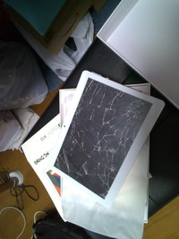 初期化が出来ない画面バキバキのタブレットはどうやって処分すれば良いですか?