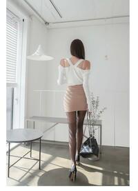 ミニスカート女子なら生脚、ストッキング派どちらがお好きですか。理由も教えて下さい。