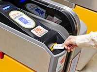 JR東日本のICカード「Suica」を改札のここに入れるとどうなるのですか?