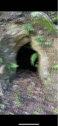 伊根をうろうろしているときに こういう穴がたくさんありました なんの穴ですか?
