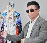 アニメ脚本家・虚淵玄さんの父親・和田周さんがコロナで死去したそうです。 虚淵さんは何かコメントを残しているのでしょうか? 例えば父を奪ったコロナが憎いとか…。