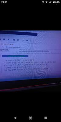 愛の不時着15話の質問です。 リジョンヒョクしが、諜報院に捕まって事情聴衆を受けている所です。 チョチョルガンが使っていたパソコンのe-mailをリジョンヒョクに見せるシーンですが、日本 語訳がなくて、何...