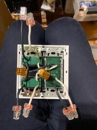 コンセントとスイッチを増やそうと思ってます。 配線ですが、どうすれば良いですか? 元のコンセントから、写真右側の3連コンセントへ接続して、写真左のスイッチ2つに電気をつける予定です。両方とも電源は、こ...