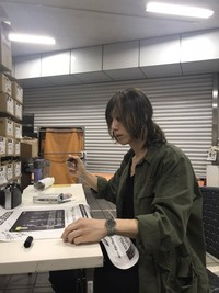 SUPER BEAVERの渋谷龍太さんがつけているこの画像の腕時計の名前やどこで売っているかを知りたいです