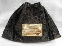 こちらは、ルイヴィトンの2006年限定コレクションスクイーチというバッグなのですが、こちらの定価の値段が分かる方はいますか? 教えて頂きたいです。