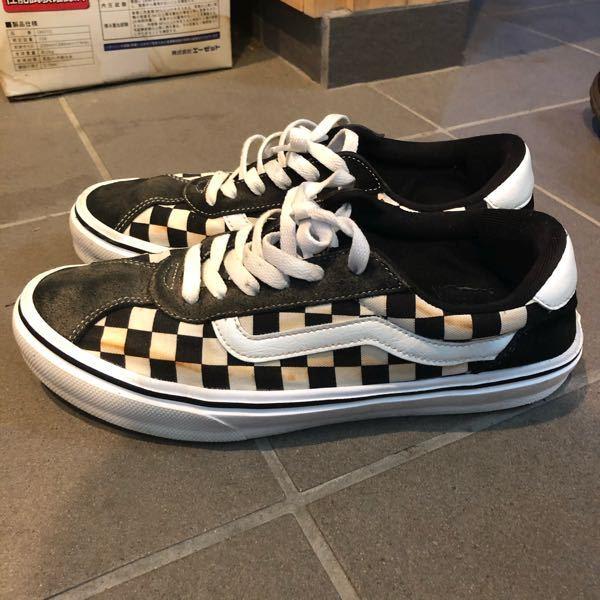靴 汚れ 取り方 写真の靴に茶色い錆色がついてるんですが、 こういうのはどうやってとるんでしょうか? 教えて欲しいです。