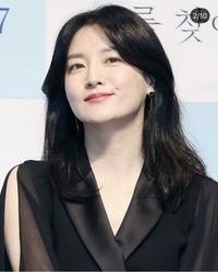 チャングムの誓いのイ・ヨンエさん、韓国の国民的大女優だと聞いたのですが日本でいうなら誰と同じようなポジションでしょうか。 意味わからない質問ですがお答え頂けたら幸いです