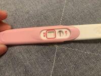 汚いです。すみません 妊娠検査薬しましたが薄くて陽性か陰性かわかりません。これはどっちでしょうか?