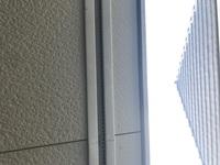 ベランダの天井にあるレールはなんですか? 4軒繋がったメゾネットタイプに住んでいます。二階の日除としてサンシェードを取り付けようとしたところ、ベランダの天井に4軒全てに繋がっているレ ールに気づきました。これは、何か専用のフックを取り付ければ活用できるものなのでしょうか?レールの名前がわからないので活用方が見出せません。お分かりになる方、教えてください。