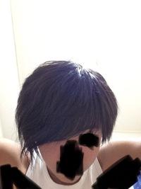 この髪型どう思いますか?2年前の僕なんです が、当時はダサいと思ってたけどケチって 1000円カット行くようになってからは 今思うと割と良かったんじゃないかと 感じるようになりました。高 校生です。
