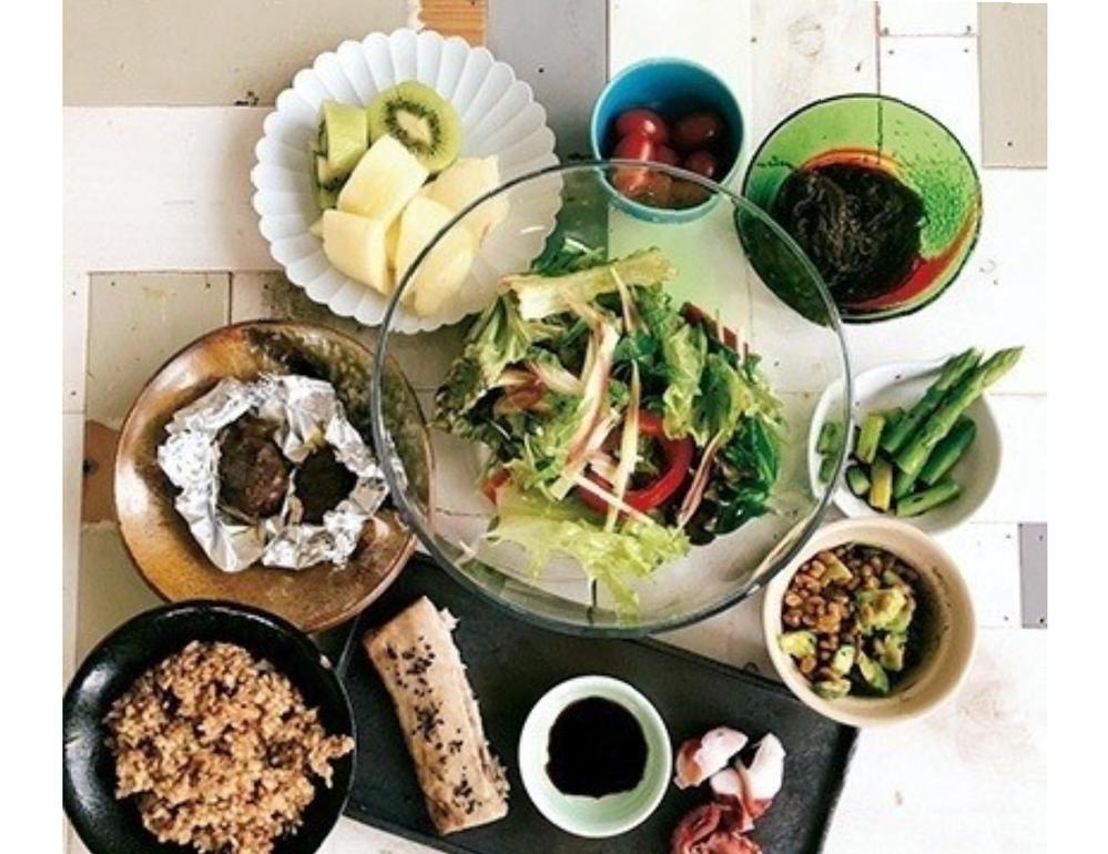 三浦春馬さんが生前、インスタで手料理を披露されてましたが、その時に映っている素敵なテーブルはどちら