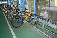 自転車泥棒が駐輪場を破壊したら誰が弁償? 駐輪場で自転車泥棒が駐輪スタンドごとチェーンソー等で破壊し自転車を盗んだ場合。 犯人が海外逃亡などしてしまったら破壊された駐輪場の駐輪スタ ンドは誰が弁償す...