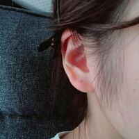 左耳のピアッシングに失敗しました。 両耳の耳たぶに1つずつピアッサーで開けたのですが、 1回目に付けた右耳はとても上手くいったのですが 2回目の左耳が押し込みが弱かったみたいで、途中で止まって最後まで貫...