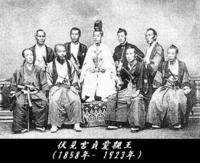 1868年の明治維新とは、幕末の下級武士たちが明治天皇をすり替えたクーデターでしたか? *ーーーーーーーーーーーーーーーーーーーーーーー  この「明治天皇すり替え説」は古くからあり、土佐藩出身の田中光顕元宮内大臣が1929年の2月に、三浦芳聖氏に語ったという話に注目したい。 三浦氏は自らが南朝正統の皇胤であることを主張した人物で、三浦氏の『徹底的に日本歴史の誤謬を糾す』という著書にその内容が...