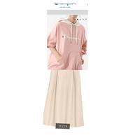服の組み合わせ、コーディネートについて!  トップス Championのユニセックスパーカー  ボトムス GUのフェイクレザーフレアミディスカート  この組み合わせはどう思いますか? この組 み合わせにする場...