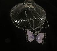 鬼滅の刃 胡蝶しのぶ こちらのアクセサリーは鬼滅の刃の 胡蝶しのぶっぽいですか? そのキャラクターが好きな姪に買ってあげようか迷ってます。 小学生はこういうデザイン好きでしょうか…