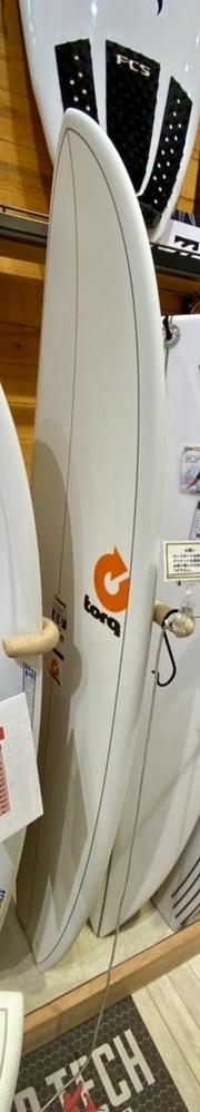サーフィン初心者です 先日ロングボード8fを使い初めてサーフィンをしてハマりました。 自分用のボードを買おうと思いサイトをチェックすると、ミッドレングスというサイズの板だとロングもショートもどちらもで...