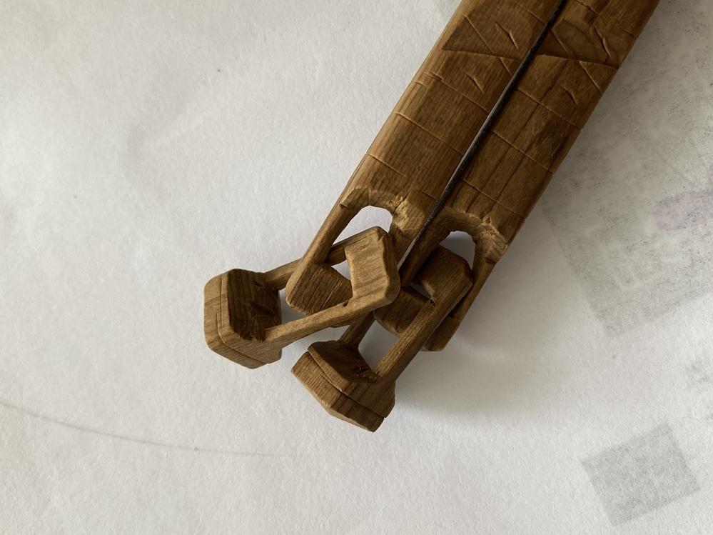 写真は中国のお土産で頂いたお箸なのですが、継ぎ目がなくて作るのは大半だと思います。これは何という手法?箸? で、高価なものなのでしょうか? よろしくお願い申し上げます。