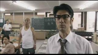 映画クライマーズハイ 俳優は、だれ? 前半、主人公の悠木と敵対する 揉み上げ長めのメガネの男優 トモロウさんで無いことは、 わかります。 よろしくお願いします