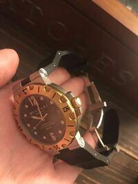 ブルガリの時計 最近、小物を整理してたところ昔買ったブルガリの時計が ありました。付属品完備状態。汗  当時70万しないくらいだったと思います。 ベゼルとリューズはK18のイエローゴールド。  動かしてみたらすぐ巻き上がり動きました。 1日様子見て、日差-18秒でした。  このモデルは今しても大丈夫でしょうか? もしかしたら新しいモデルが出てたりしますか?