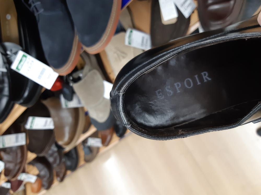 伊勢丹オリジナルのESPOIRというブランドのシューズをリサイクルショップで見つけました。 よく見るとソールのロゴが他で見るもの少々異なっていました。 「ESPOIR」の下にMADE IN SP...