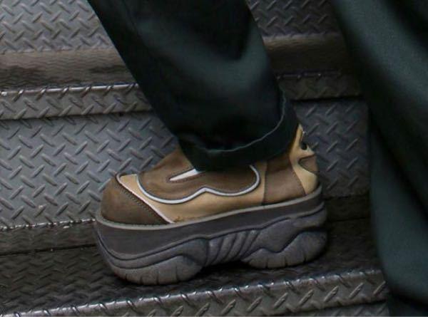 このスニーカーのブランド名分かる人いますか?