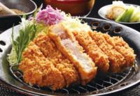 とんかつは和食だと思いますか?それとも洋食だと思いますか?  因みに私は和食だと思っています。 何故なら注文すると、ご飯、味噌汁、漬物と一緒に出てくるからです。