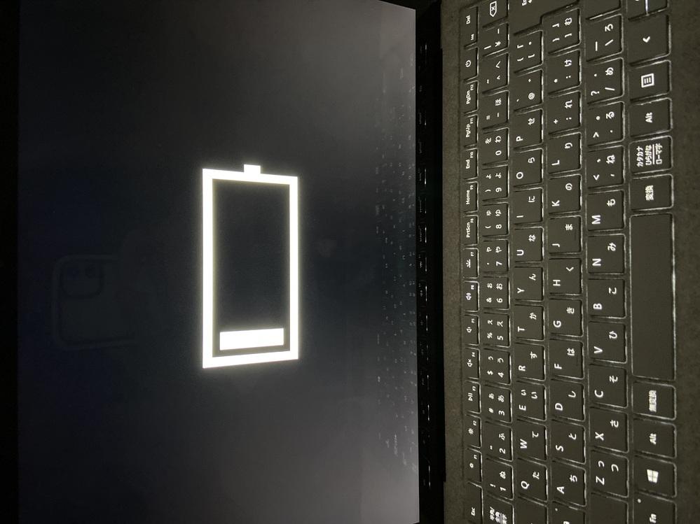 Windows10で、バッテリーが切れてしまい、充電したのですが、起動しようとしたらこの画面になって消えてしまいます。 どうしたらなおりますでしょうか。教えてください。。