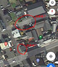10月に日田にある源次郎左衛門(大分県日田市中本町5-4)という味噌、醤油屋さんに行こうと思っています。 駐車場があるとのことですが、詳しい場所がわかりません。 詳細が分かる方がいらっしゃいましたら教えてい...