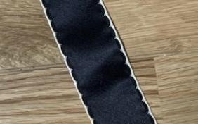 リボンに刺繍ミシンで縁取りをしたいのですが、どんなミシンを買えばこのような縁取りが可能でしょうか? よろしくお願い致します。