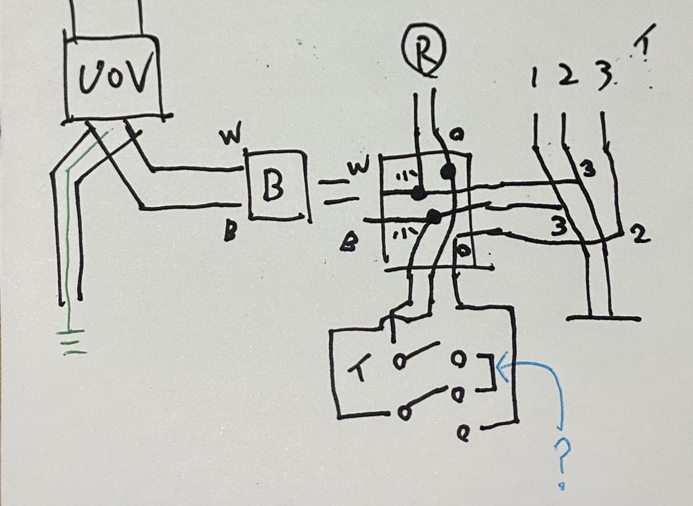 第1種電気工事士 実技問題公表No.2。 複線図を書いてみたのですが 少し教えて下さい 真ん中下部(水色ハテナマーク部)の 片切りスイッチと三路スイッチの 渡り部分なのですが ここで使用する電...