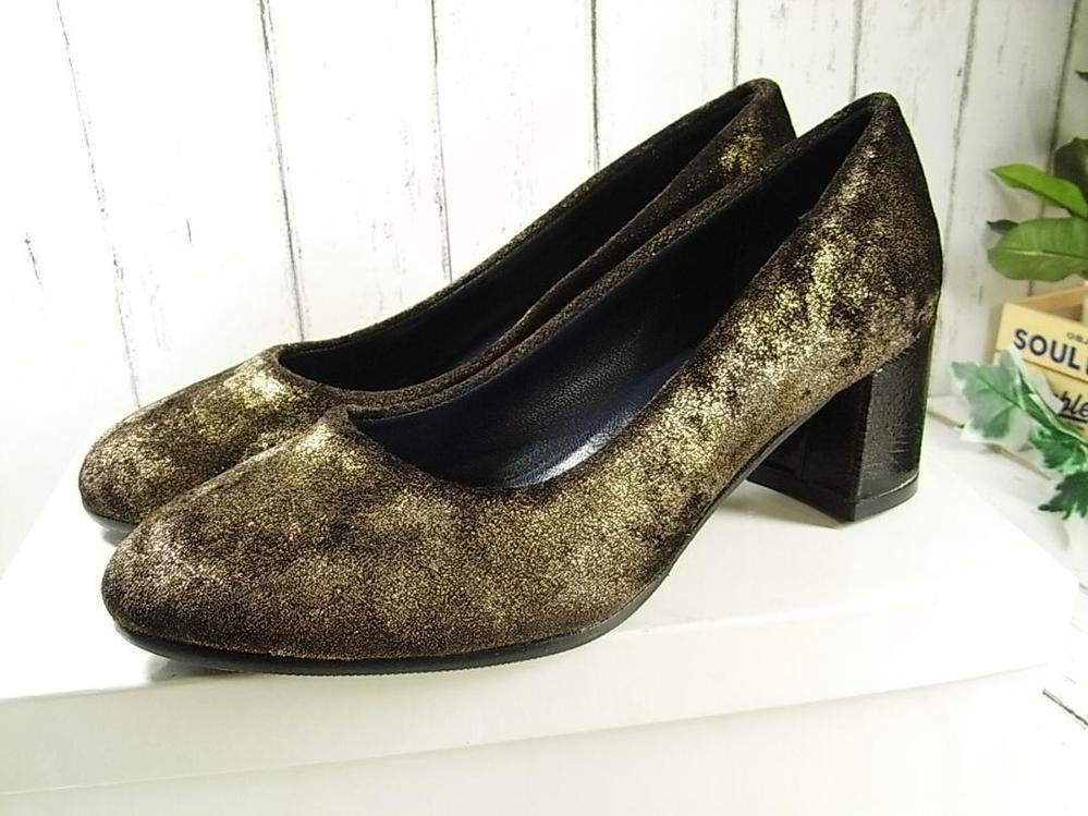 こちらの靴は 何色になりますか?色弱でわかりません ゴールドラメ感がありますが グリーン系? カーキ系? ブラウン系? ブロンズ系? 大変に恐縮ですが、どうぞよろしくお願いいたします。