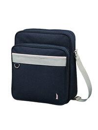 私の学校はジャージ登下校の学校なのですが、バッグ指定がないのでこのバッグが使いたいです。 ジャージを着ていてこのバッグを使っていてもおかしくないですか?大体チャック付き長袖ジャージを着ています。