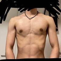 胸筋の左右差について。 筋トレをして4ヶ月程経ったのですが、胸筋の左右差が気になってきました。  もともと姿勢が悪いのもありますが、今日改めて写真を撮るとこんなにも左右差があることに驚きました。  いつ...