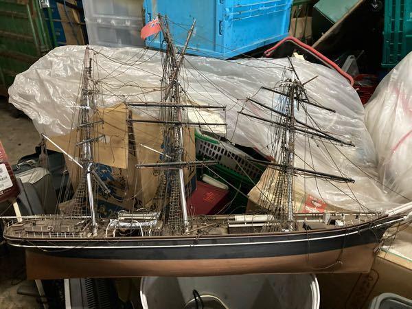 船の模型について質問します。 写真の船の名前や詳細などわかる方いましたら教えて下さい。 よろし...