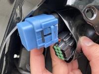 cb400sf のシート下にあるこの2つのつなぐっぽいやつってなんに使うんですか?