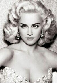 若い頃のマドンナが魅力的なのはわかるんやけど、 他にライバルがいなくて絶対的な存在になった ってこともあるんかな?(。-`ω-)? マドンナの全盛期って どんな歌手がおったんやろ(。-_-。)