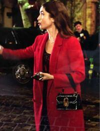 Netflix、エミリー、パリへ行くでリリーコリンズが着用している、この赤いコートはどちらの物かわかる方いませんか?!(°_°)