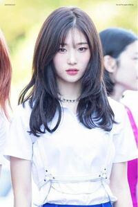 ネットで見てとても可愛い子だと思ったのですが、名前が分かりません。 恐らく韓国のアイドルだと思うのですが、お名前をご存知の方はお教え下さい。