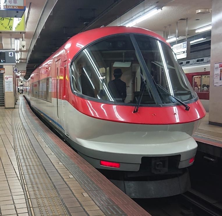 近鉄のこの列車ですが、ひのとりみたいに、乗客がパノラマの眺望を堪能できるようになぜしなかったと思いますか?