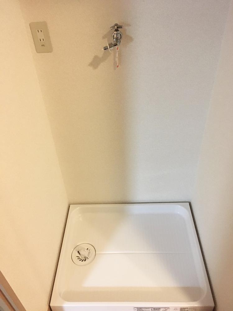 下記画像の洗濯機置き場にシャープES-S7E-WL https://jp.sharp/sentaku/products/ess7e/ の設置は可能でしょうか。防水パンの内径は540mm以上あります。