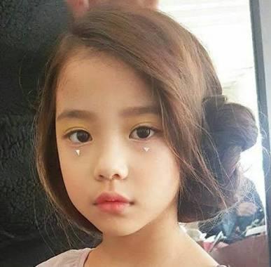 BLACKPINKの jisooに似てると言われている、この女の子の名前をうかがいたいです。 インスタやモデルをやっている方ですか?