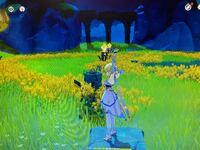 原神ゲームで、氵鹿華の池のちょっと横らへんにある、丸い丘の上にあるこのギミックのやり方知ってる? 全部点灯した瞬間、一斉に消えてしまうんやけど