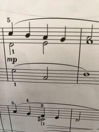 ピアノの楽譜この部分の弾き方を教えてください。 子供のピアノの楽譜↓ですが、右手パートの2段になってるところの下の二分音符は押さえた(伸ばした)まま上段の四分音符は次の四分音符を弾く  という認識で合って...